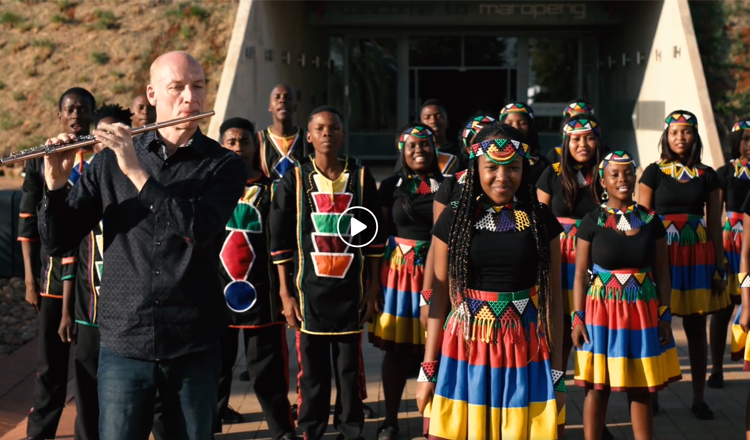 VIDEO: Wouter Kellerman en die Ndlovu Youth Choir se weergawe van Shape Of You van Ed Sheeran